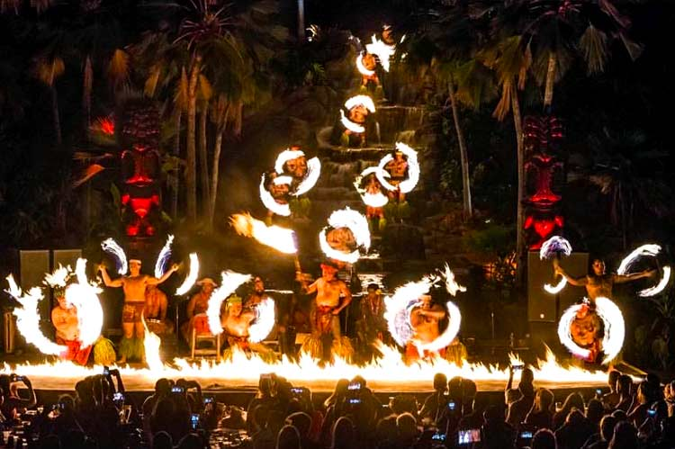 Oahu's Best Fire Knife Dancers