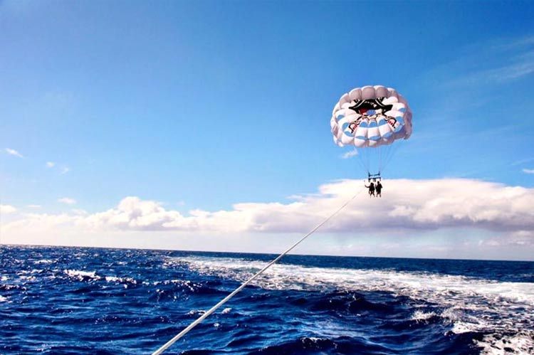 The perfect day to parasail